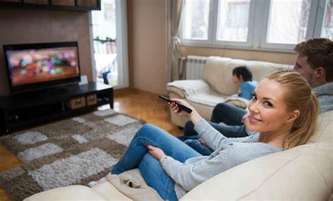 imagenes graciosas viendo television 5 secuelas de pasar muchas horas viendo tv salud180
