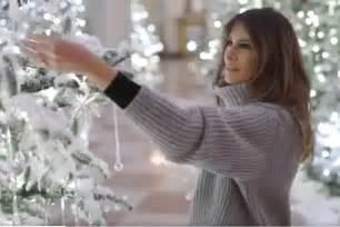decoracion de navidad melania trump con un estilo cl 225 sico melania trump decora la casa blanca