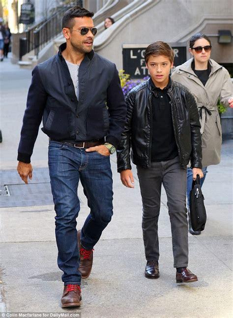 mark consuelos actor pics videos dating news lara spencer furious with good morning america bosses