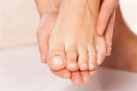 Detox Pedicure Near Me by 10 Tips For Growing Healthy Toenails Footfiles