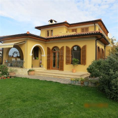 Italian Villa Style Homes Tuscan Style Villa With Four Bedrooms And Large Garden In