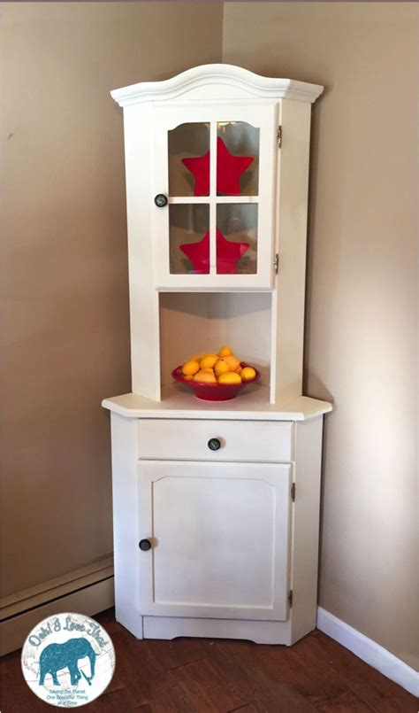 white corner china cabinet 1000 ideas about corner china cabinets on
