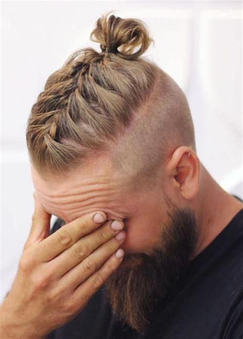 franzoesischer zopf mit bun maenner frisuren pinterest curly hair men hair style  hair cuts