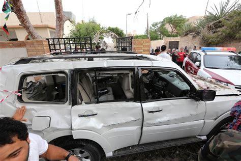 consolato francese a foto tripoli autobomba contro ambasciata francese