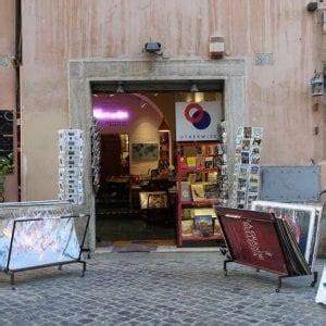 libreria via marsala roma roma espone libri all esterno negozio e viene multato