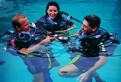 padi dive centres cairns padi advanced scuba diving courses great barrier