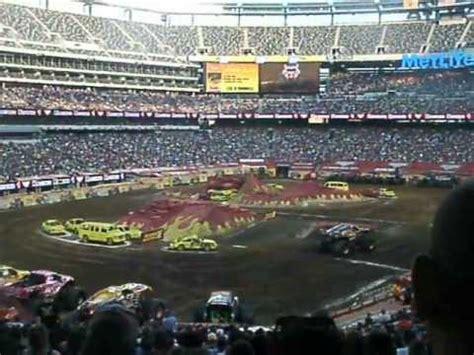 monster truck show metlife stadium 2013 monster jam metlife stadium racing round 1 max d vs