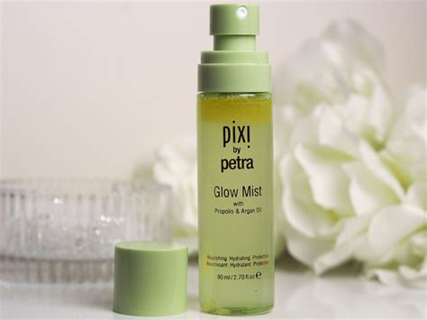 Pixi Glow Mist getting the glow with pixi samio