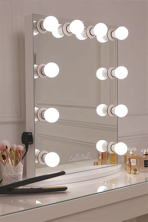 Vanity Mirror With Light Bulbs by 25 Best Ideas About Mirror With Lights On