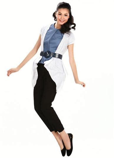 Belt Hitam Putih variasi busana hitam putih