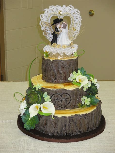 Hochzeitstorte Baum by The Creative Home Tree Stump Wedding Cake