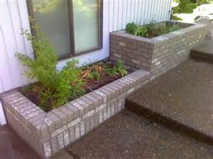 How To Build A Brick Planter by 1000 Images About Planter Box On Raised Beds