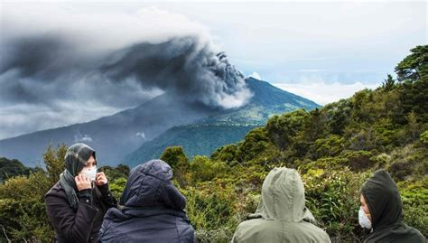 emirates mount agung indonesia bali 445 flights cancelled because of mount