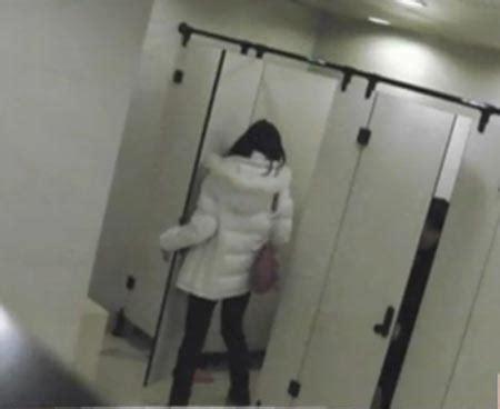 bathroom hidden camera porn người đ 224 n 244 ng độc th 226 n 8 năm quay trộm đồng nghiệp trong