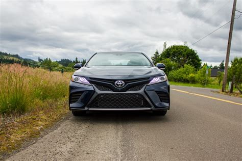 Big Cars With Mpg by 2018 Toyota Camry Camry Hybrid Gain Big Mpg For 2018