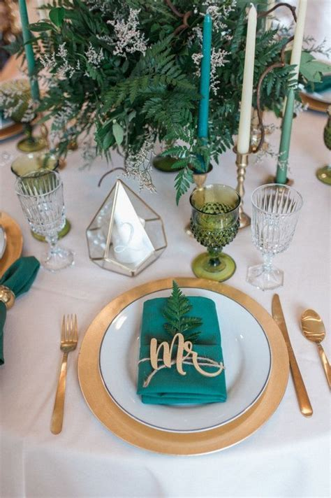 30 Sophisticated Emerald Green Wedding Ideas ? Hi Miss Puff