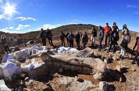 film perang dinosaurus fosil dinosaurus terbesar di dunia ditemukan di argentina