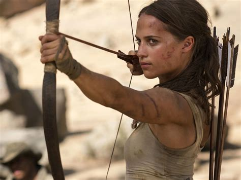 canoes workout alicia vikander s trainer shares tomb raider workout