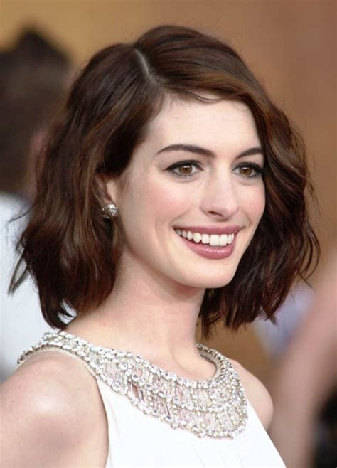 photo hair cut women oval face with high cheek bones short hairstyles for oval faces with wavy hair face