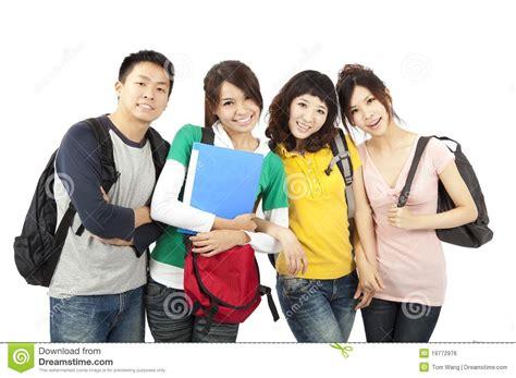 imagenes libres estudiantes cuatro estudiantes felices jovenes imagen de archivo libre