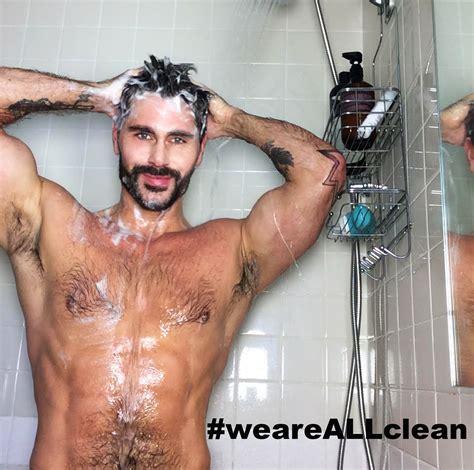 maschi nudi sotto la doccia don t get your phone hiv shower selfie challenge