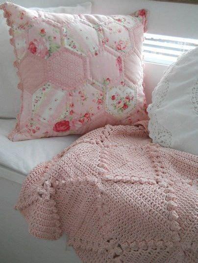 shabby chic crochet blanket throw pillow inspiration diy bedding decken