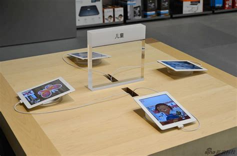 Apple Store Tables by Preview Of China S Largest Apple Store In Beijing