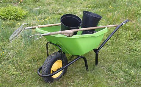 best wheelbarrow top 10 best wheelbarrows 2017 reviews