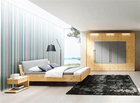 schlafzimmer zu trockene luft schlafen wie im urlaub zirbenholzbetten bringen alpinen