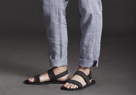 Sandal Gladiator Pria 6 7 aturan dasar padu padan sepatu dan celana yang perlu