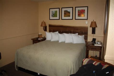 yosemite valley lodge front desk king room in the cedar building picture of yosemite