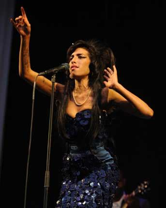 Winehouse The Next Bond by Winehouse To Release Bond Theme Song Gigwise