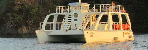 catamaran manuel antonio paseo en catamar 225 n y snorkel en manuel antonio civitatis