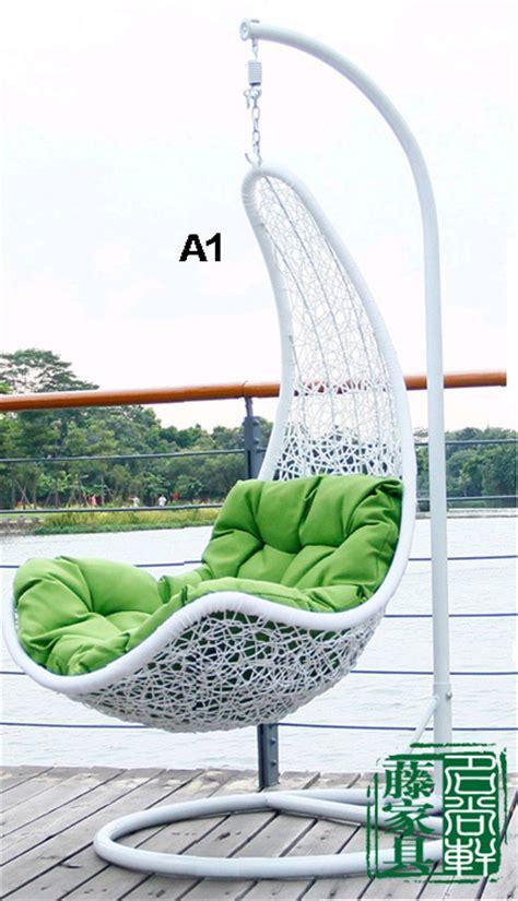 sedia a dondolo in inglese mobili da giardino in rattan sedia rattan cesto appeso