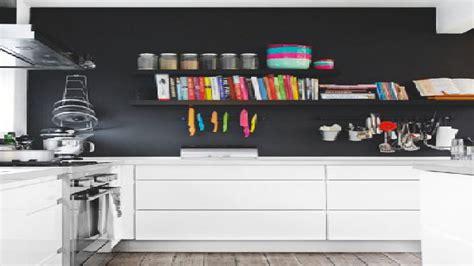 Couleur Mur Pour Cuisine Blanche by Peinture Un Mur Noir Dans Une Cuisine Blanche C Est Tendance