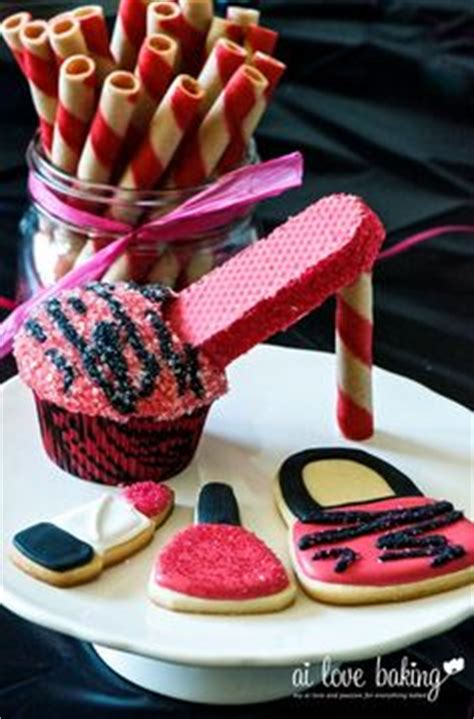 Cupcakes Served By A Fashionista by Cupcakes High Heel Shoe Cupcakes Let Them Eat