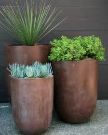 garden pots 25 best ideas about outdoor pots on pinterest outdoor potted plants outdoor flower pots and