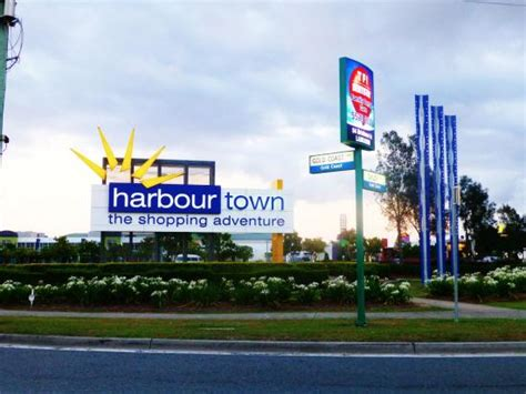 shop harbour town harbour town picture of harbour town outlet shopping