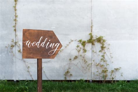 how to coordinate two different wedding venues for the ceremony and reception