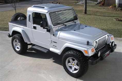 Silver Jeep Wrangler Unlimited 2005 Silver Jeep Wrangler Unlimited