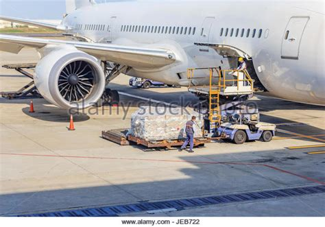 air cargo loading stock photos air cargo loading stock images alamy