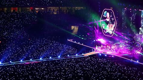 coldplay live 2017 2017 04 01 coldplay live in singapore sky full of stars