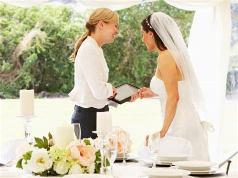 bridesmaid for hire a s day books 8 benefits of hiring a wedding planner