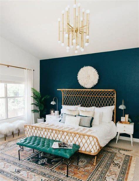 d馗oration chambre en ligne d 233 co salon mur d accent peinture bleu paon lit design