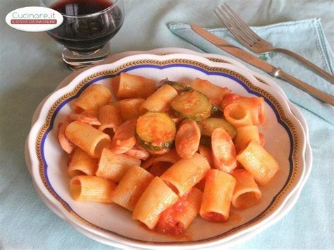 cucinare sugo pasta al sugo di zucchine e wurstel cucinare it