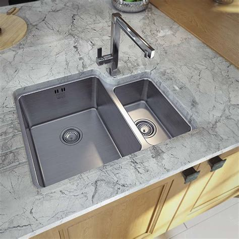 Choosing Kitchen Sink by Choosing A Kitchen Sink How To Choose A Sink For Your