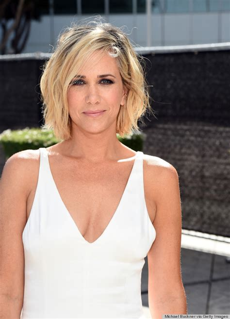 kristen wiigs hairstyles emmys 2014 hair and makeup is like a breath of fresh air