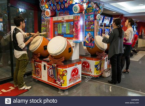 rhythm drum game teenagers playing taiko no tatsujin rhythm drum game kobe