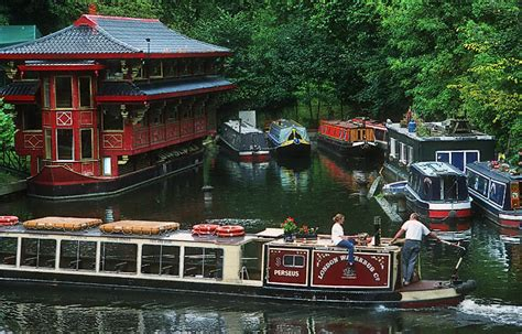 floating boat chinese restaurant london a chinese restaurant floating in the grand union canal in