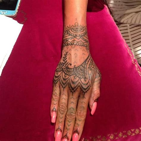 henna inspired tattoos on hand rihanna gets new henna inspired flys